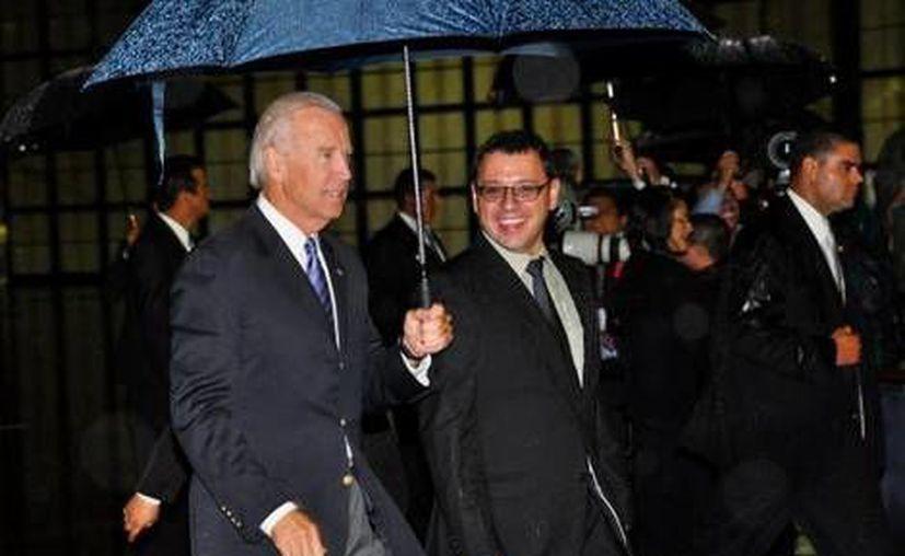 Una intensa lluvia recibió al funcionario estadunidense. (Milenio)