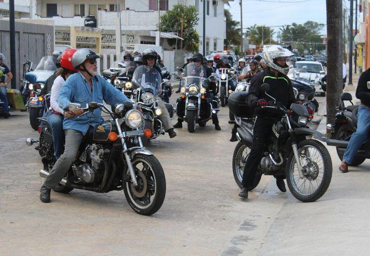 Una caravana de motocilistas salió de Mérida con destino a Progreso e Izamal, para celebrar su día. (Milenio Novedades)