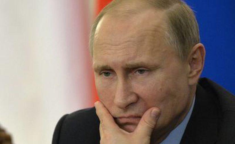 """El presidente ruso Vladimir Putin dijo que la decisión de Ucrania de detener las entregas de gas a regiones del oriente del país donde viven 4.5 millones de personas, """"es una especie de genocidio"""". (AP)"""