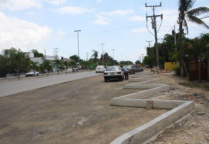 La obra, que está aún en construcción, proporcionará suficientes cajones de estacionamiento. (Rossy López/SIPSE)