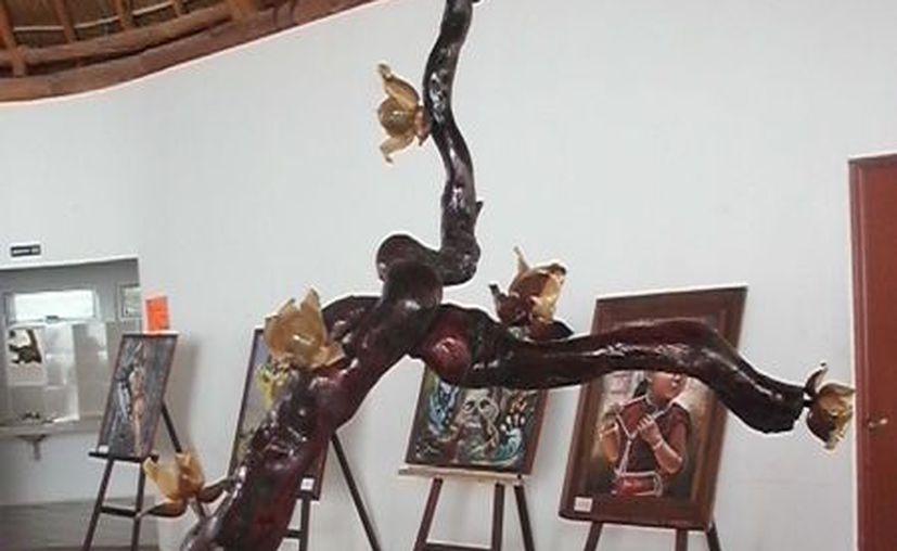 La muestra incluyó obras de artistas locales y de Bacalar. (Jorge Carrillo/SIPSE)