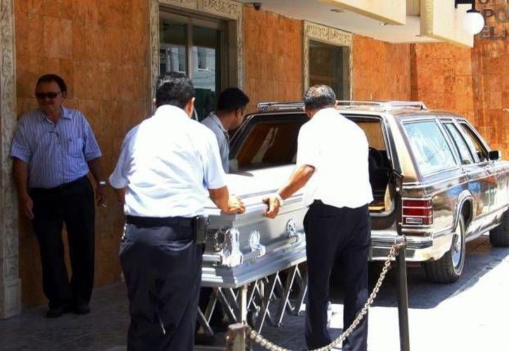 La familia y el bolero acudieron ante las autoridades ministeriales para aclarar el caso, pero sobre todo para pedir que exhumen el cuerpo del desconocido. (Archivo SIPSE)