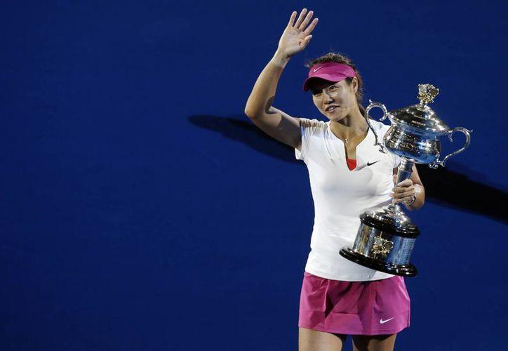 Li Na durante su celebración, enero de este año por la conquista del Abierto de Australia, su segundo cetro de Gran Slam. Hoy dice adiós al tenis profesional. (Foto: AP)