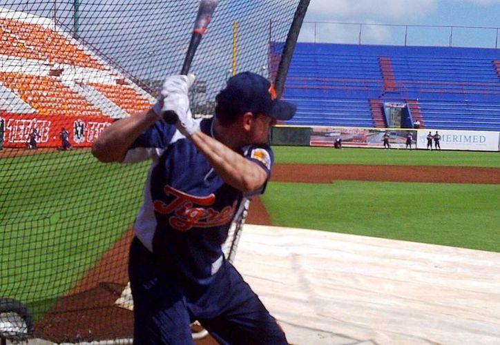 Jorge Cantú se presentó al campo de entrenamientos de Tigres de cara al Clásico Mundial de Béisbol. (Raúl Caballero/SIPSE)
