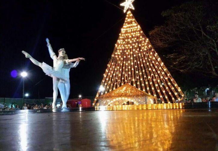 El espectáculo del Cascanueces se presentó en Motul interpretado por el ballet folklórico de Mérida. (Milenio Novedades)