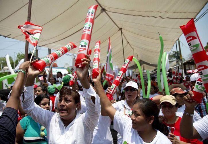 Las últimas encuestas dan al Revolucionario Institucional ventaja sobre las demás opciones en la boleta electoral, (AP)