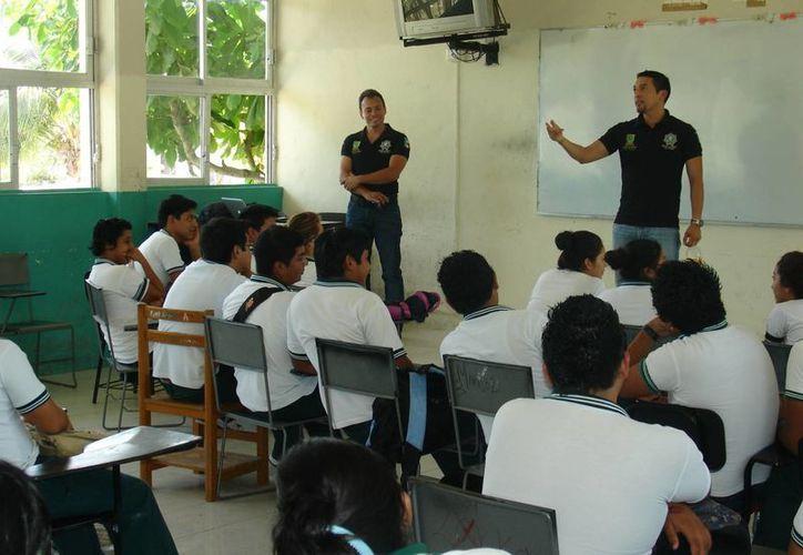 Estudiantes del Cobay de Celestún participaron en la reunión. (Milenio Novedades)