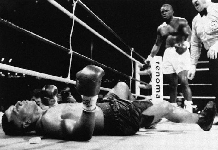 'Buster' Douglas era considerado como un escalón antes de que Mike Tyson peleara contra Evander Hoylfield, pero derribó y venció en 1990 al entonces campeón invicto. (washingtonpost.com)