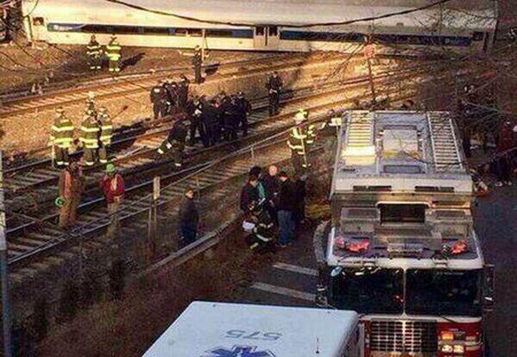 Vagones de un tren de pasajeros de la línea Metro Norte de Nueva York se descarrilaron el domingo 1 de diciembre en el barrio del Bronx. El Departamento de Bomberos informó que los pasajeros sufrieron múltiples heridas pero se desconoce la gravedad de éstas. (@PzFeed)