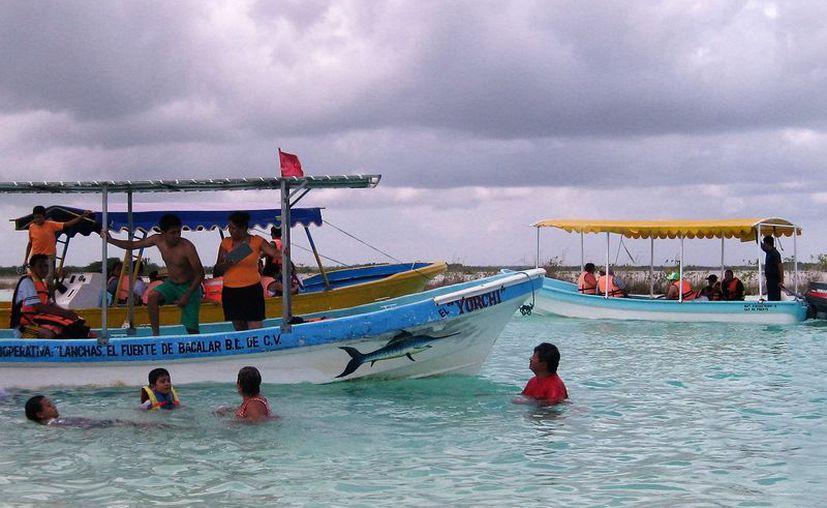 Ademas de lanchas, también los veleros han aumentado en número sin ser reguladas por alguna autoridad. (Javier Ortiz/SIPSE)