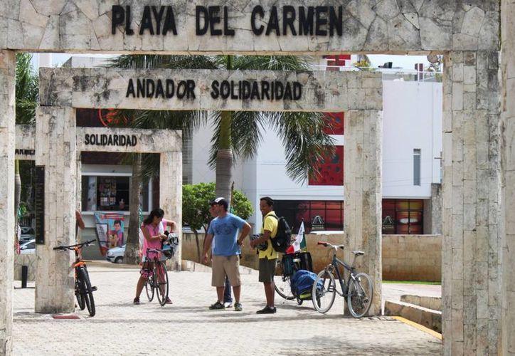 La EMBI organiza la primera rodada en Cozumel, pretenden recorrer toda la isla en bicicleta. (Daniel Pacheco/SIPSE)