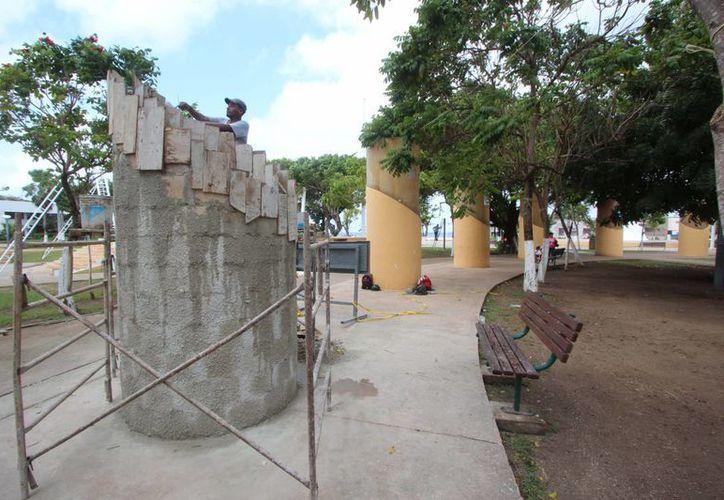En los trabajos de rehabilitación de parques se han destinado tres millones de pesos. (Gustavo Villegas/SIPSE)
