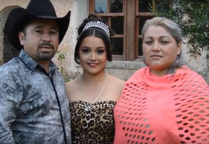 Imagen del video de la familia en donde invitan a la gente a la fiesta de los XV años de Rubí, en San Luis Potosí. (Captura de video de YouTube)