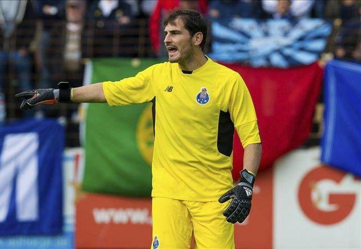 Iker Casillas recibió su primera anotación en la Liga Portuguesa, sin embargo, Los 'Dragones' ya suman cuatro puntos en las primeras dos fechas del torneo. (Archivo EFE)