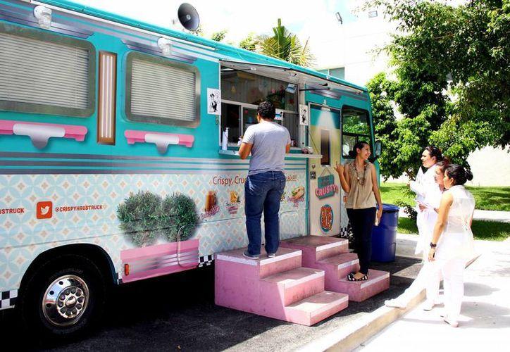 """La mayoría de los food trucks son operados por chefs o personal """"especializado"""" en cocina gourmet. (Gonzalo Zapata/SIPSE)"""