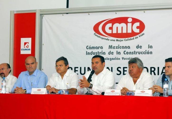 El Alcalde de Mérida, Renán Barrera, se reunió con representantes de la CMIC Yucatán. (Juan Albornoz/SIPSE)