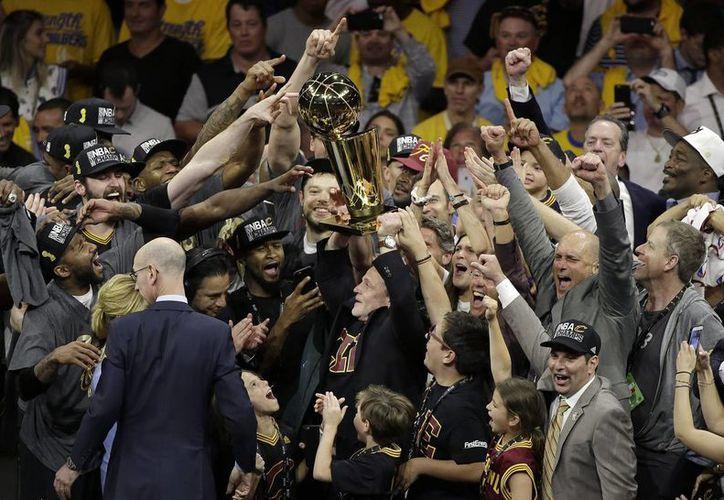 Cleveland es campeón de la NBA. La región no conseguía un campeonato deportivo de relevancia desde 1964. (AP)