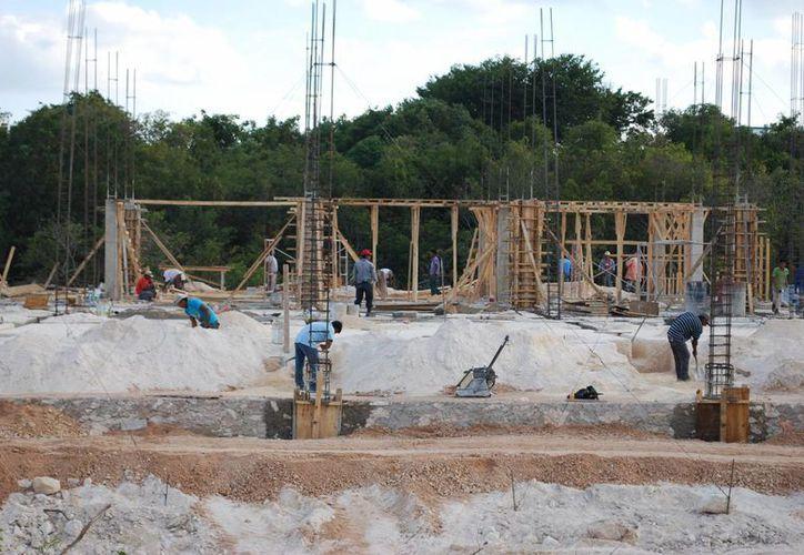 Para el tercer trimestre se prevé una caída en la construcción. (Israel Leal/SIPSE)
