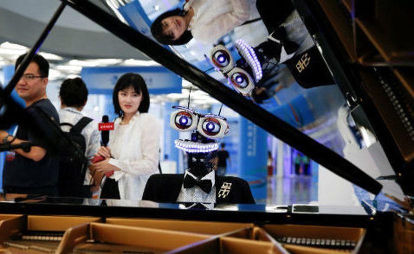 La exposición muestra robots industriales y para cualquier servicio que se requiera. (Milenio)