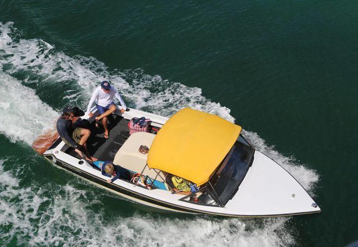 Los Asociados Náuticos de Cancún requieren al menos 60 mecánicos navales para atender sus embarcaciones. (Israel Leal/SIPSE)