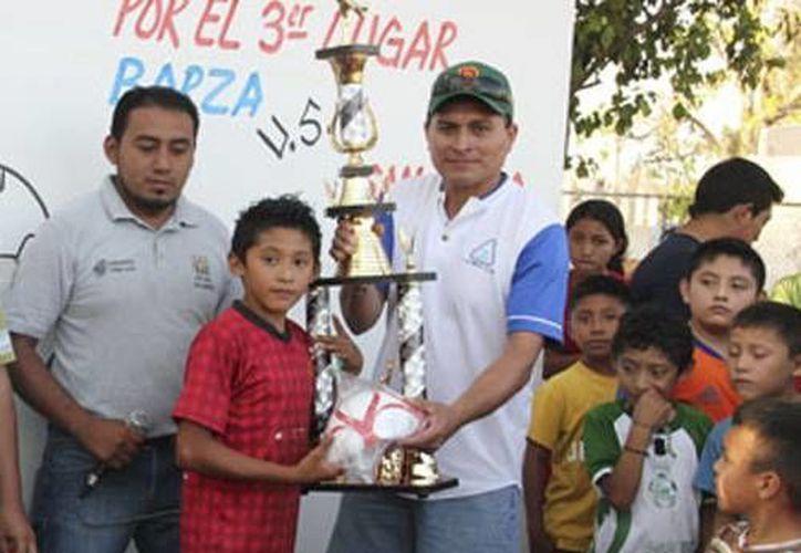 Este fin de semana, fue entregada la premiación a la Liga Infantil de Fútbol Municipal que se realiza todos los domingos. (Cortesía)