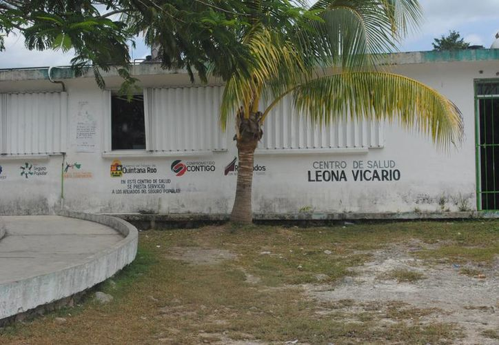 El cuerpo del joven fue abandonado por sus hermanos en las afueras del Centro de Salud de Leona Vicario. (Eric Galindo/SIPSE)