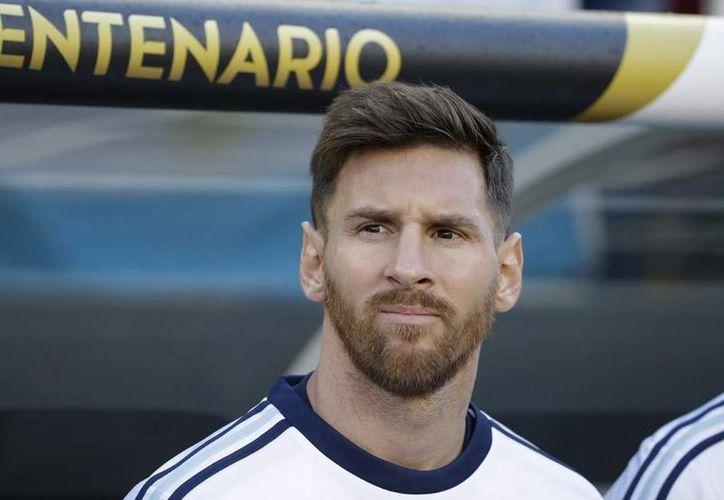Lionel Messi declaró que ya no jugará más partidos con la Selección Argentina, lo que ha puesto de cabeza al país. (deportesgt.com)
