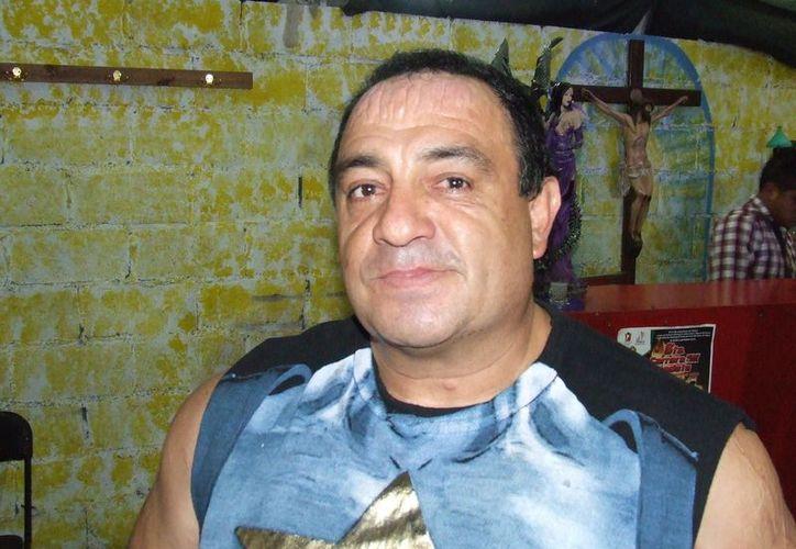 """El luchador """"Ángel o Demonio"""" lanzó un tabique sobre la cabeza de su contrincante, quien tuvo que ser hospitalizado. (Lector 24)"""