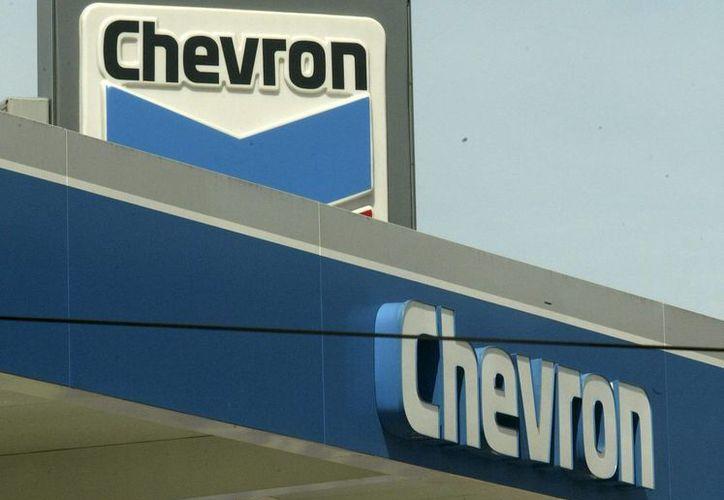 El presidente ecuatoriano, Rafael Correa, aseguró que la petrolera Chevron vertió en la Amazonía 18,000 millones de barriles de agua tóxica. (Archivo/EFE)