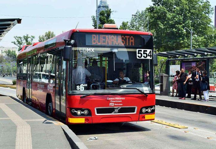 Usuarios del Metrobús golpearon a un sujeto que momentos antes asaltó a una mujer. (Foto: Dónde Ir)