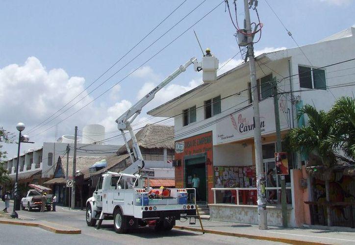 Las interrupciones en el suministro eléctrico ha ocasionado la pérdida de aparatos electrodomésticos. (Rossy López/SIPSE)