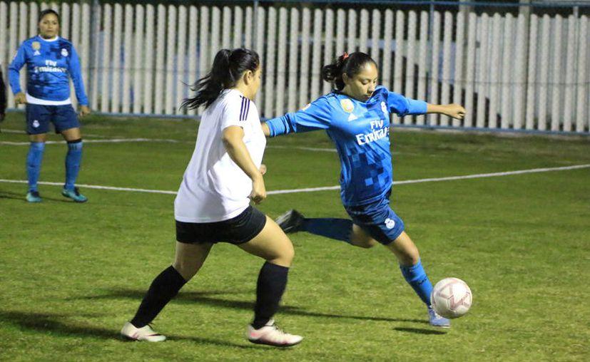 Ambos equipos llegaron al campo de la Unidad Bicentenario para dar un esfuerzo  más en la temporada. (Miguel Maldonado/SIPSE)