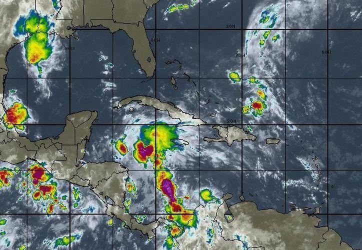 Para hoy se espera cielo parcialmente nublado,  con truenos y precipitaciones aisladas en Cancún. (Intellicast)
