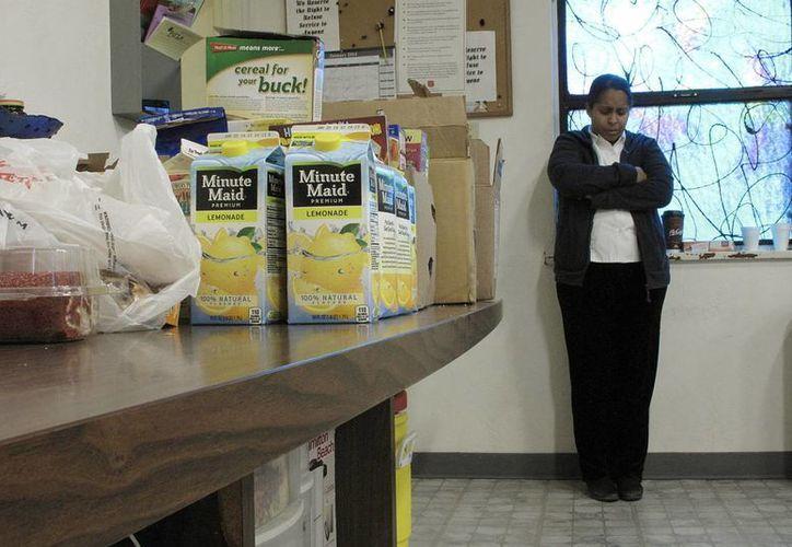 El Ejército de Salvación entrega alimentos a personas de Central Valley afectadas por la sequía, que antes era un lugar conocido por la abundancia agrícola. (Agencias)