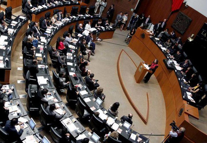 Los senadores enviaron a la Cámara de Diputados las modificaciones al código penal que sancionan el acoso laboral. (Notimex)