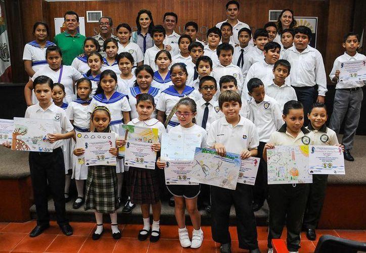 Hoy se entregaron reconocimientos a los participantes del Séptimo Concurso Estatal Infantil de dibujo Ecológico. (Redacción/SIPSE)
