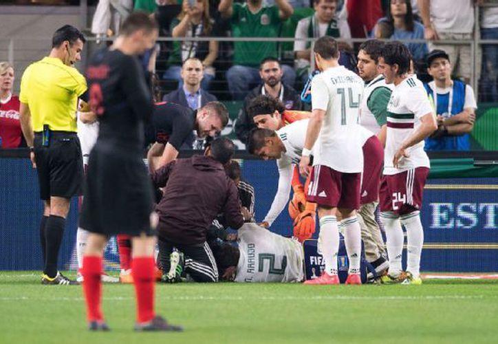 El mexicano sufrió una lesión en la rodilla izquierda. (ESPN)