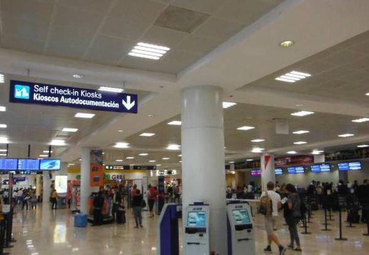 Los pasajeros debían tomar el vuelo Thomson desde la ciudad de Cancún, con destino a Londres Gatwick. (Redacción/ SIPSE)