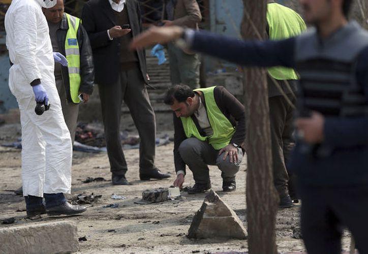 El suicida se acercó todo lo que pudo al acto e hizo estallar su bomba. (AP)