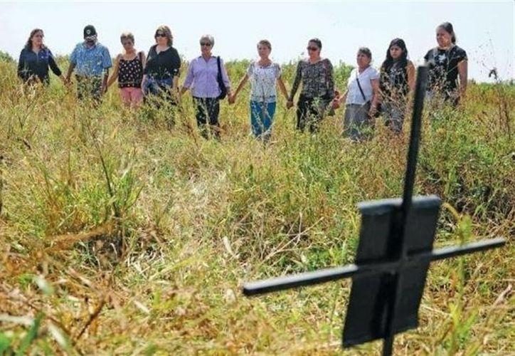 En los últimos 10 años hubo 92 desaparecidos, 89 durante la presente administración de Graco Ramírez. Imagen de archivo de un grupo de padres que buscan a sus hijos desaparecidos. (notimerica.com)