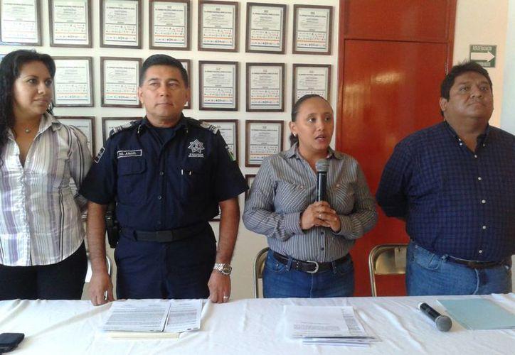 Las autoridades municipales en una conferencia dieron a conocer los robos. (Adrián Barreto/SIPSE)
