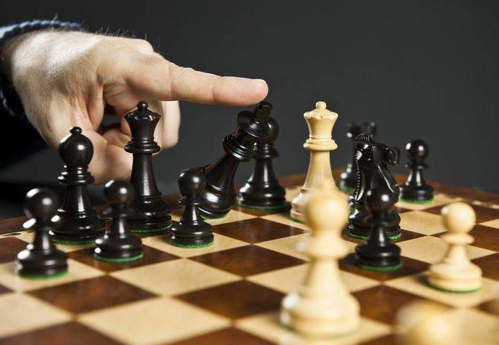 El practicar ajedrez ayuda a reducir el envejecimiento del cerebro. (Contexto/Internet)