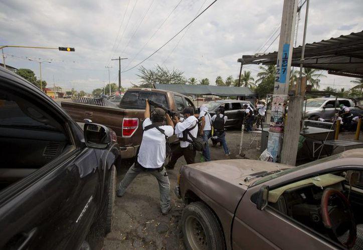 La ocupación de Michoacán sucede tras larga tolerancia no oficial a grupos de civiles armados en Tierra Caliente. (Agencias)