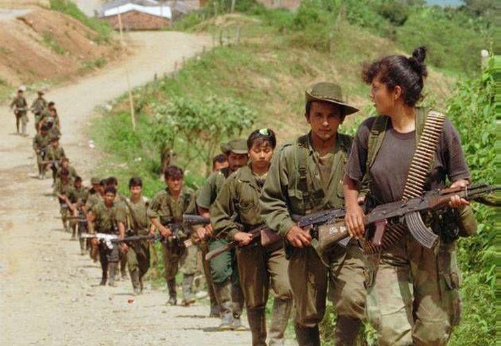 Fuerzas Armadas Revolucionarias de Colombia (FARC) derribaron una de las torres de transmisión de energía en Buanaventura, Colombia. (Archivo/Agencias)