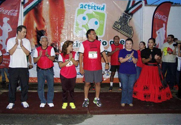 En la inauguración de la carrera participaron el gobernador Rolando Zapata Bello y su esposa Sarita Blancarte. (SIPSE)