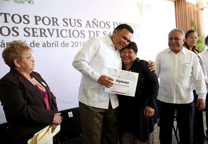 El gobernador de Yucatán, Rolando Zapata, estará este jueves  en el Aeropuerto Internacional de Mérida por el Inicio de operaciones del vuelo La Habana-Mérida-La Habana. (Gobierno de Yucatán)