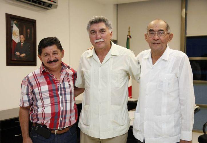 En la imagen, Guilbert Canto Massa, Juan Lorenzo Ortegón Pacheco y Jorge González Orlayneta. (Archivo/SIPSE)