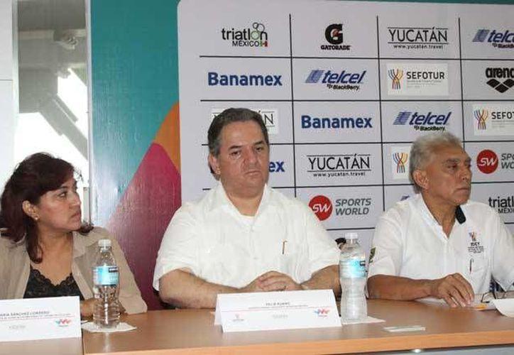 Se hizo oficial el anuncio del Triatlón 2014 que se efectuará en Mérida. (Marco Moreno/SIPSE)