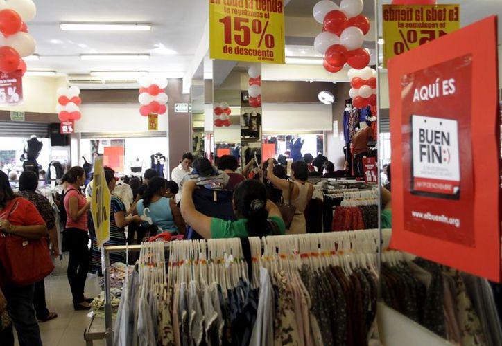 Los yucatecos compraron con efectivo en la mayoría de las veces. (Christian Ayala/SIPSE)