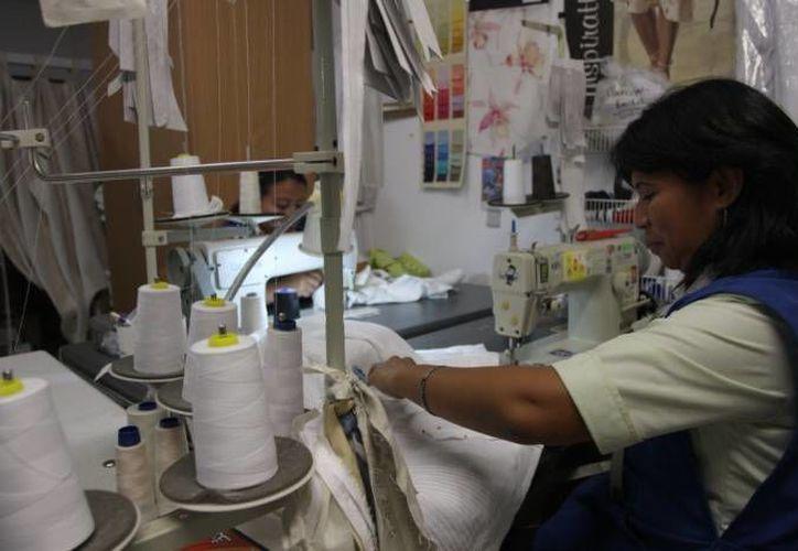 La estabilidad en las operaciones comerciales a nivel nacional ha permitido incrementar el número de empleos en la industria textil del estado. (Archivo/ Milenio Novedades)